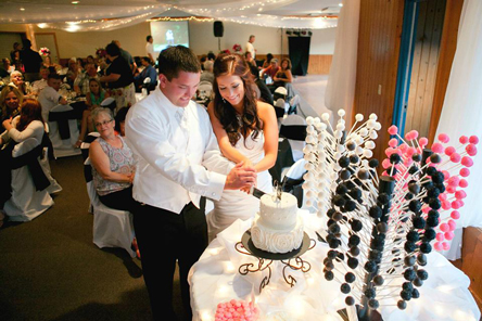 A wedding cake cutting in the Trollhaugen Convention Center